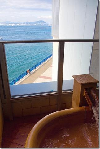 湯船と、海の距離感