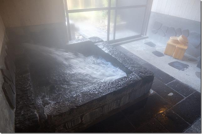 湯亭、上弦の月の家族風呂、内湯