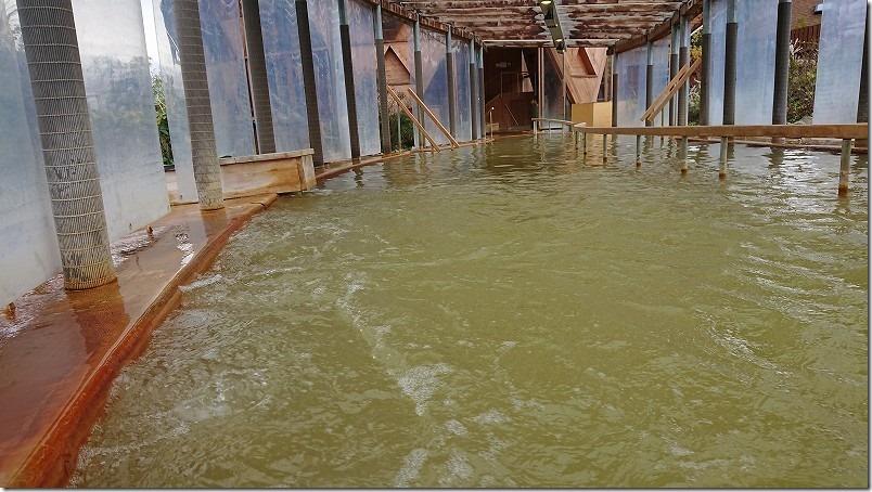 クアパーク長湯の水着ゾーン、歩行湯